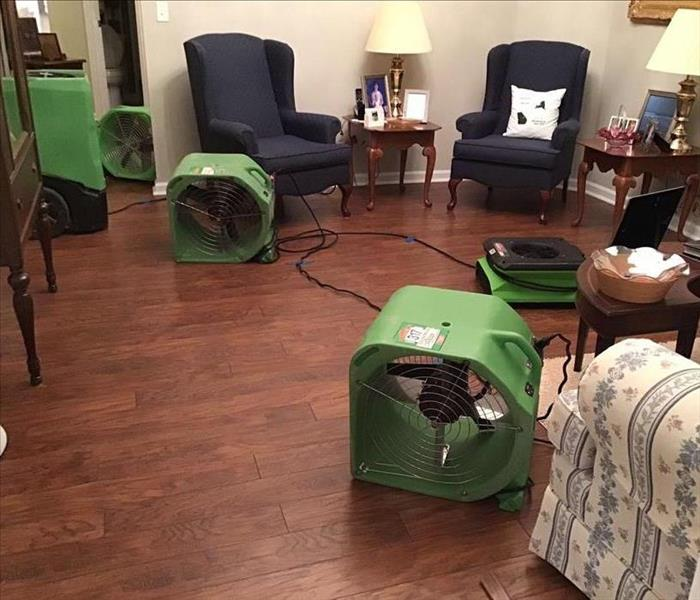 equipment drying out the hardwood floor with furnishing around